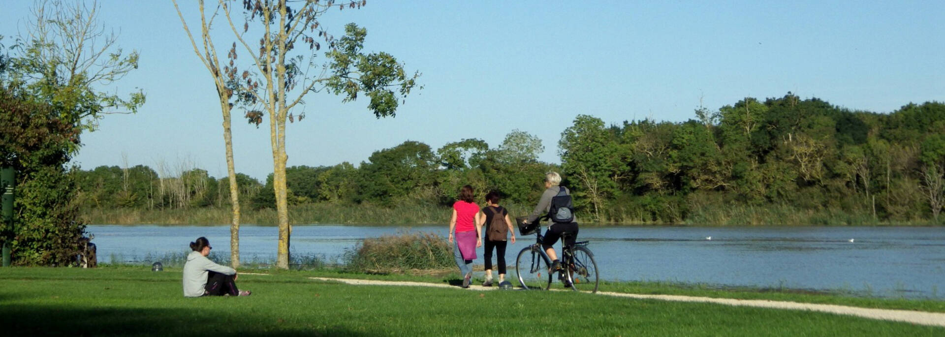 Se balader à pied ou à vélo sur les chemins de Charente à Rochefort - © Office de tourisme Rochefort Océan