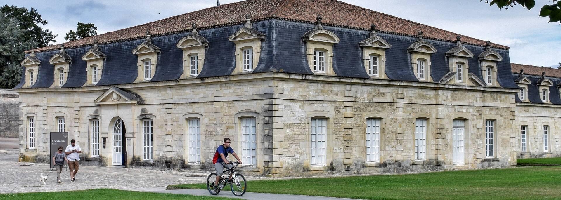 Les sentiers de l'arsenal à pied ou à vélo autour de la Corderie Royale à Rochefort - © Laurent Sanleme