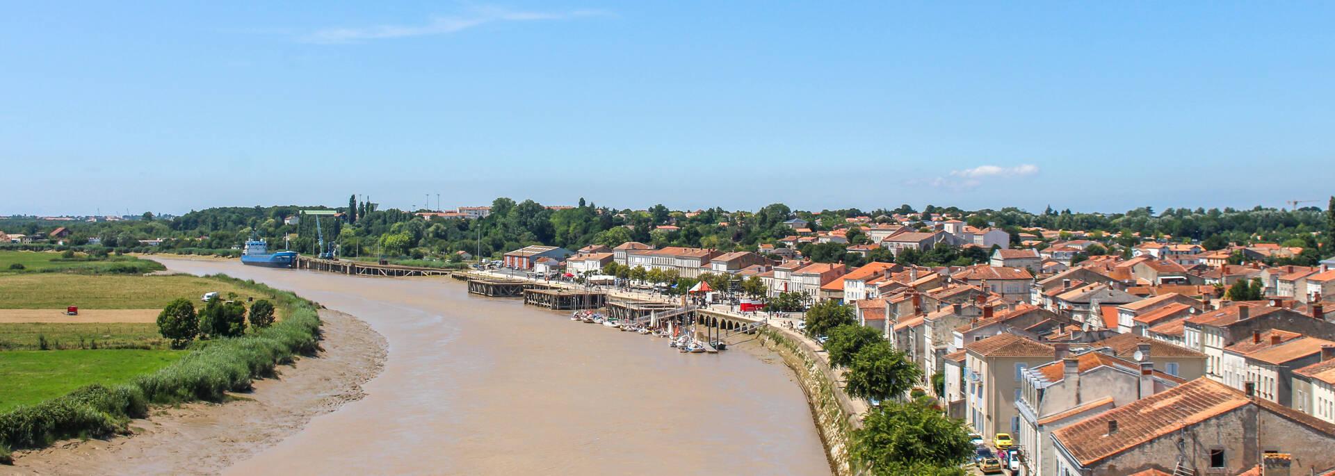 Les quais de Tonnay-Charente - © Office de tourisme Rochefort Océan