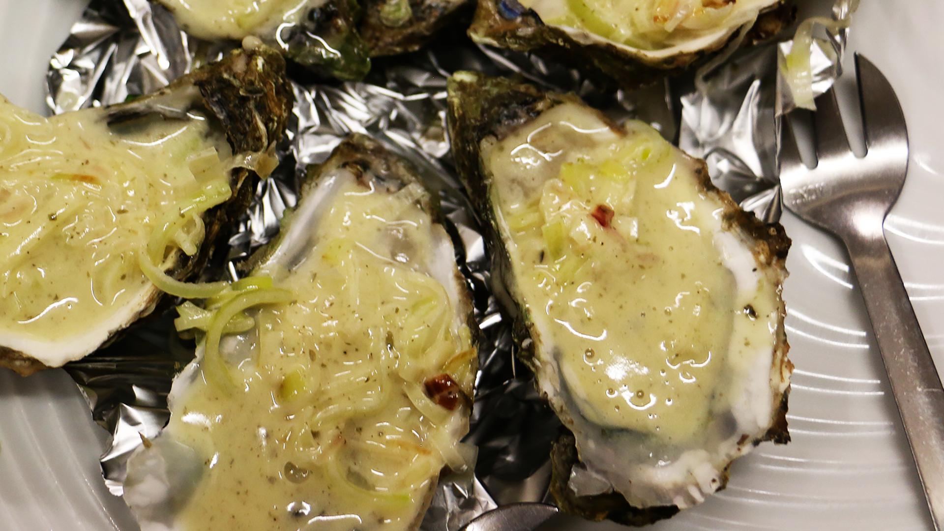 Recette d'huîtres à la fondue de poireaux et beurre blanc