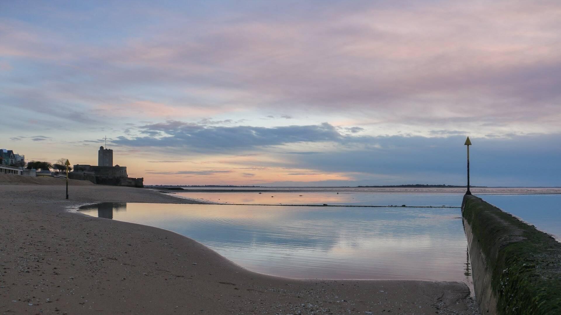 Grande plage de Fouras, vue sur Fort Vauban © C. Jarry