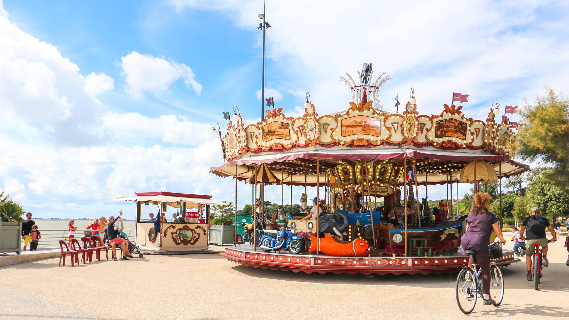 Le Carrousel du front de mer de la Grande Plage à Fouras-les-Bains - © Office de tourisme Rochefort Océan