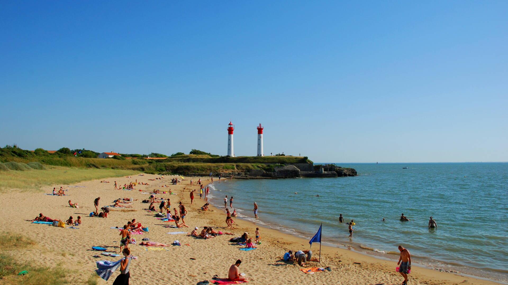 Sun bathing at the plage de l'anse de La Croix in Aix Island - © Rodrigue Roux