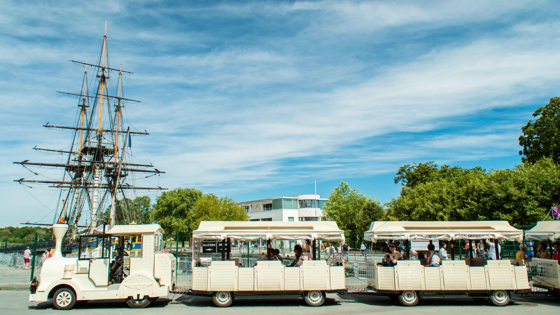 Découvrez les incontournables de Rochefort à bord du Petit Train de Magali - © Laurent Pétillon