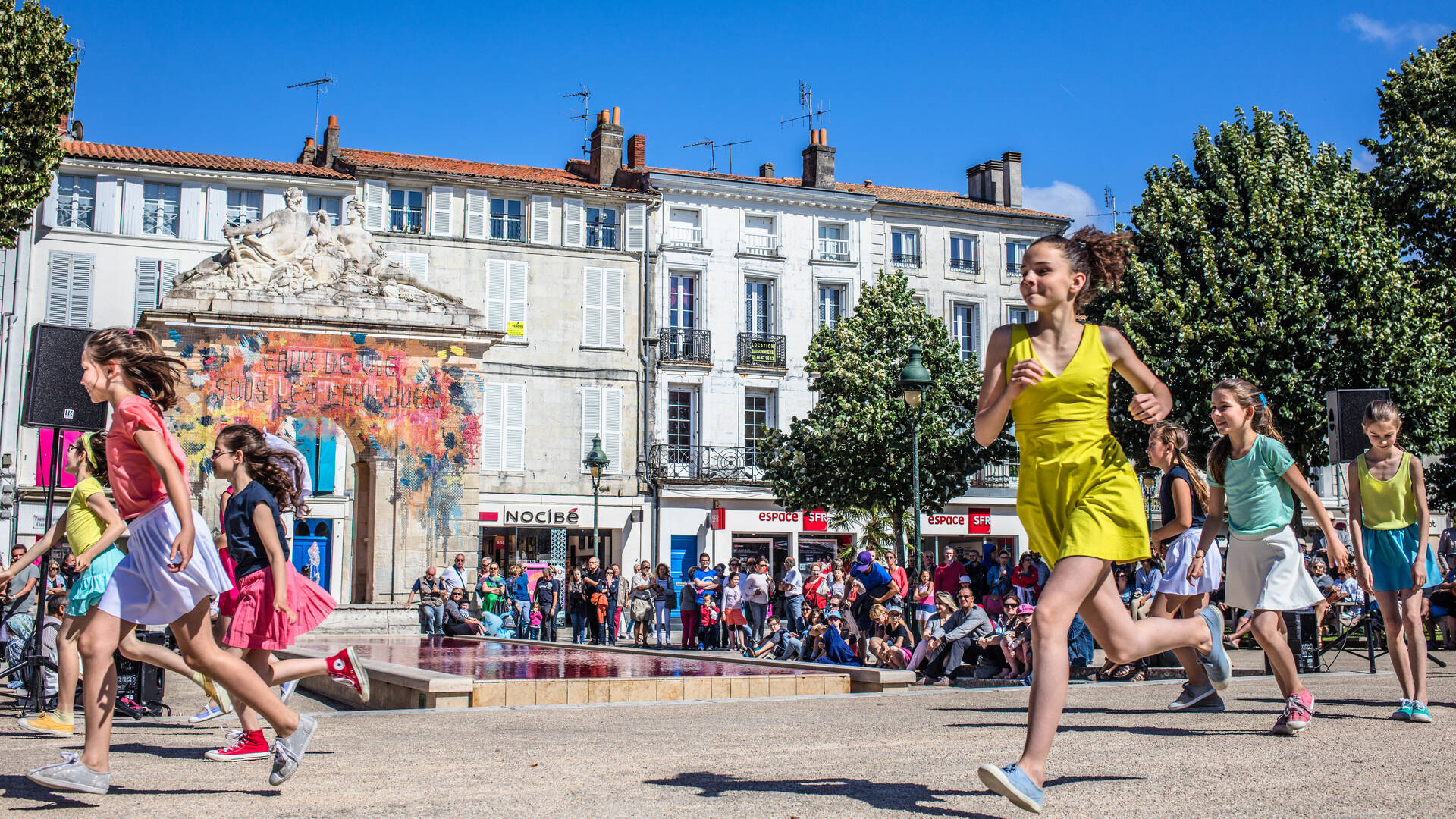 Demoiselles de Rochefort Place Colbert - © Images & Emotion