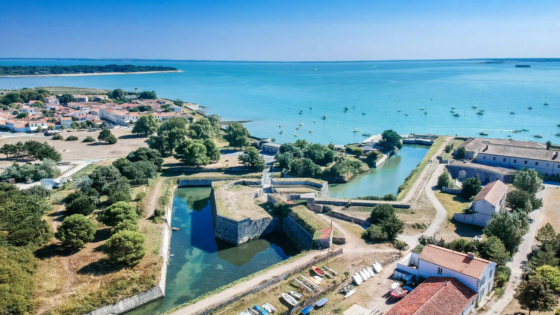 L'Ile d'Aix, perle de l'estuaire Rochefort Océan ©L.Pétillon