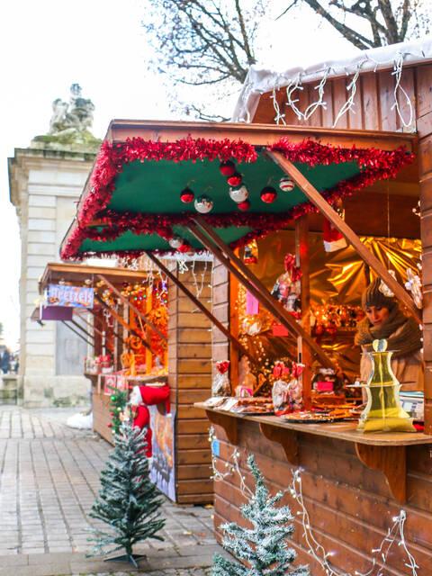 Les chalets de Noël, place Colbert © Julie Paulet