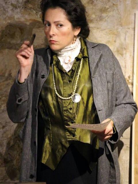 Stéphanie Roumegous joue Aliénor d'Aquitaine, Mme Bertrand et Marguerite, visites théâtralisée à Rochefort Océan © Stéphanie Petit