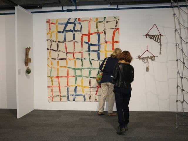 Corps de corde : oeuvre d'art contemporain de Claude Viallat © Office de Tourisme Rochefort Océan