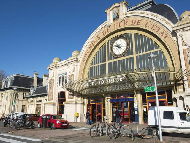 Vue sur l'entrée de la gare de Rochefort  ©MF.Boufflet