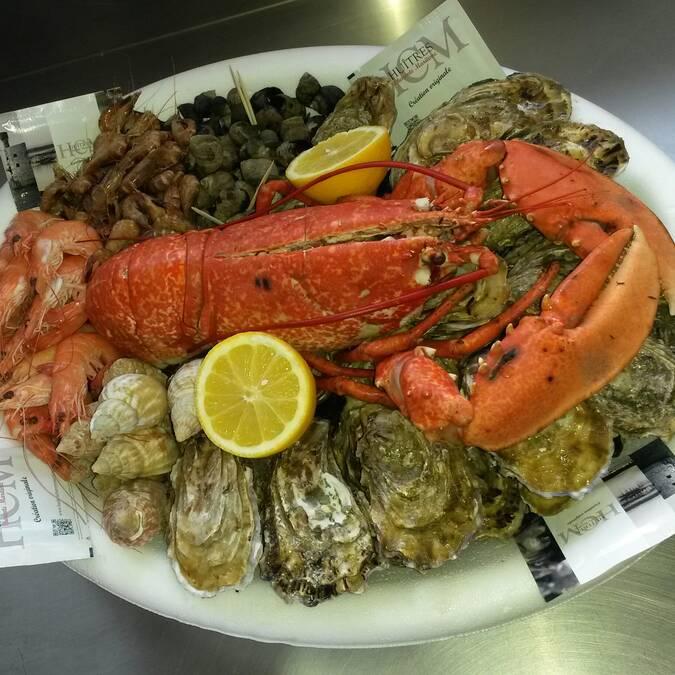 Plateau de fruits de mer, huîtres, homard, Fouras-les-Bains, Rochefort Océan