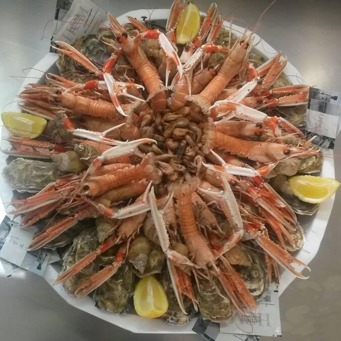 Plateau de fruits de mer, huîtres, langoustines, bulots, Fouras-les-Bains, Rochefort Océan