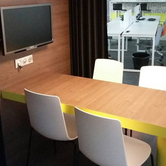 Espace non confidentiel du co-working de Rochefort