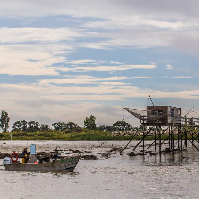 Bateau de pêche sur la Charente à Port-des-Barques - © Images & Émotion