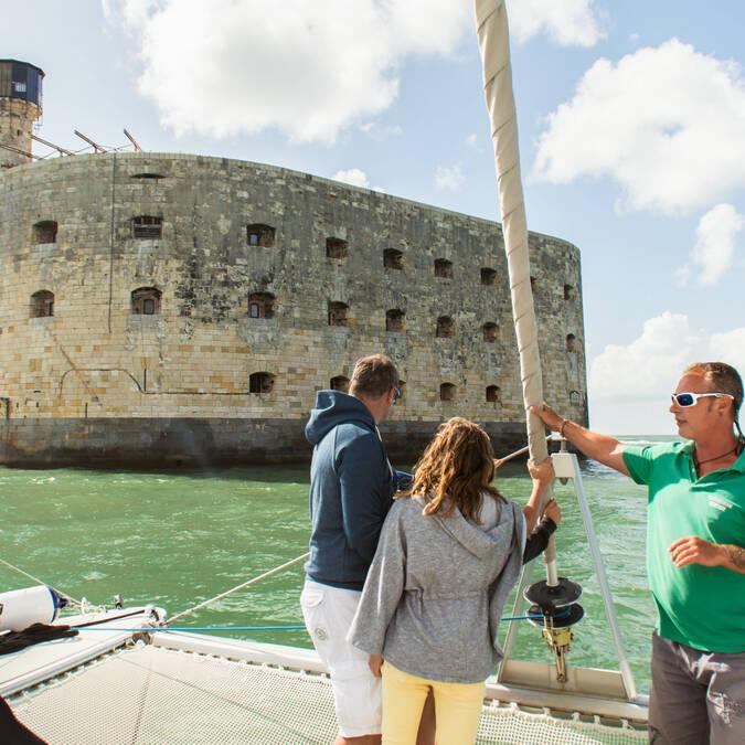 Cruise around the Fort Boyard on a catamaran - © Laurent Pétillon