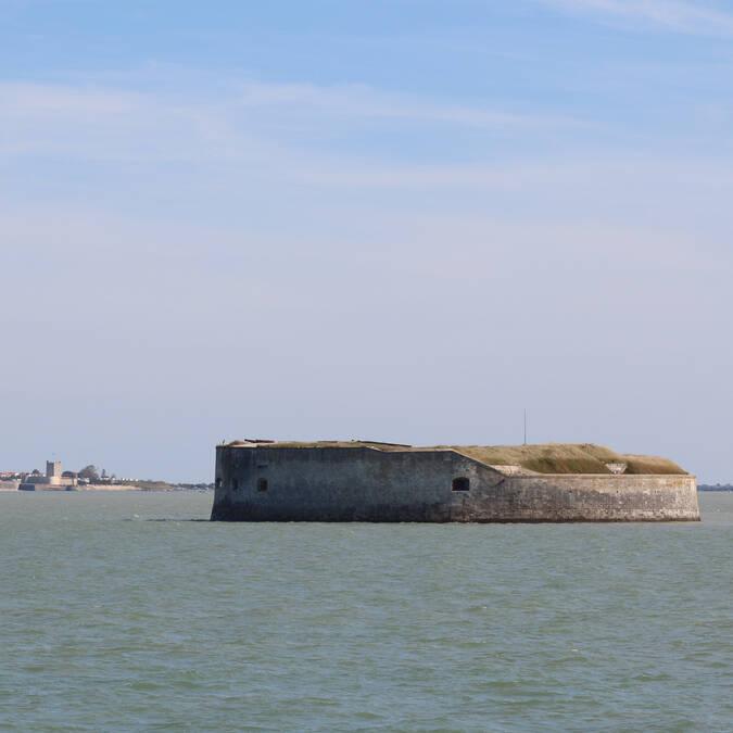 Fort Enet au premier plan et Fort Vauban en arrière plan - © Office de tourisme Rochefort Océan