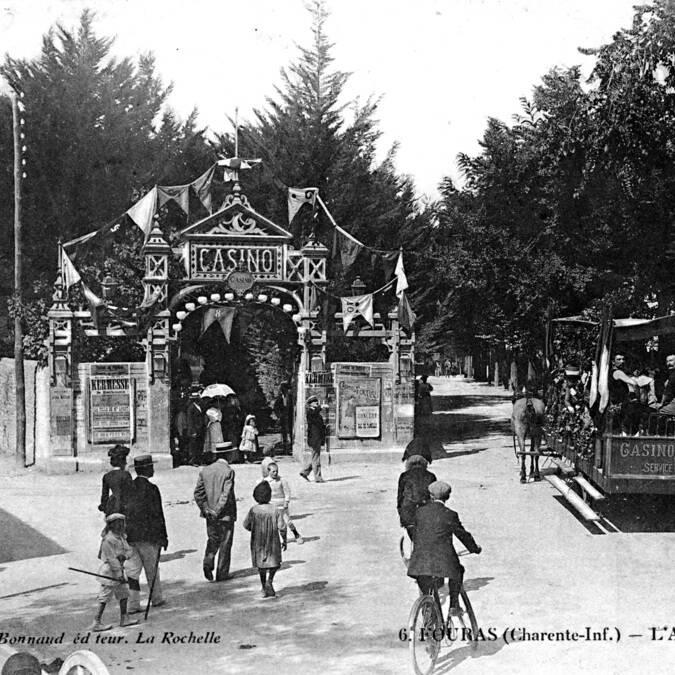 Ancienne photo de l'entrée du Casino de Fouras-les-Bains - © Lieu Public