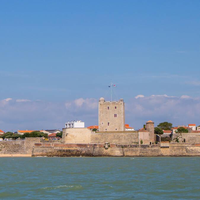 Nautisme, balade en voilier le long de la presqu'île de Fouras et de son fort Vauban, Rochefort Océan