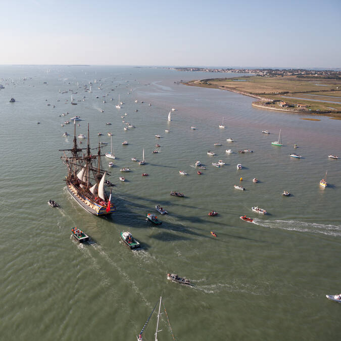 The Hermione at the mouth of the estuary of the Charente river - © David Compain - Ville de Rochefort