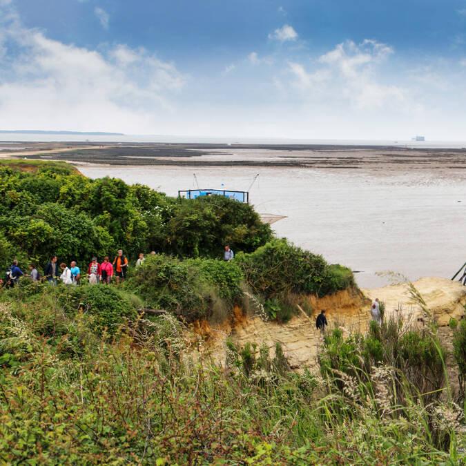 Aventurez-vous jusqu'au Puits des Insurgés de l'île Madame, en bord de falaise - © Office de tourisme Rochefort océan