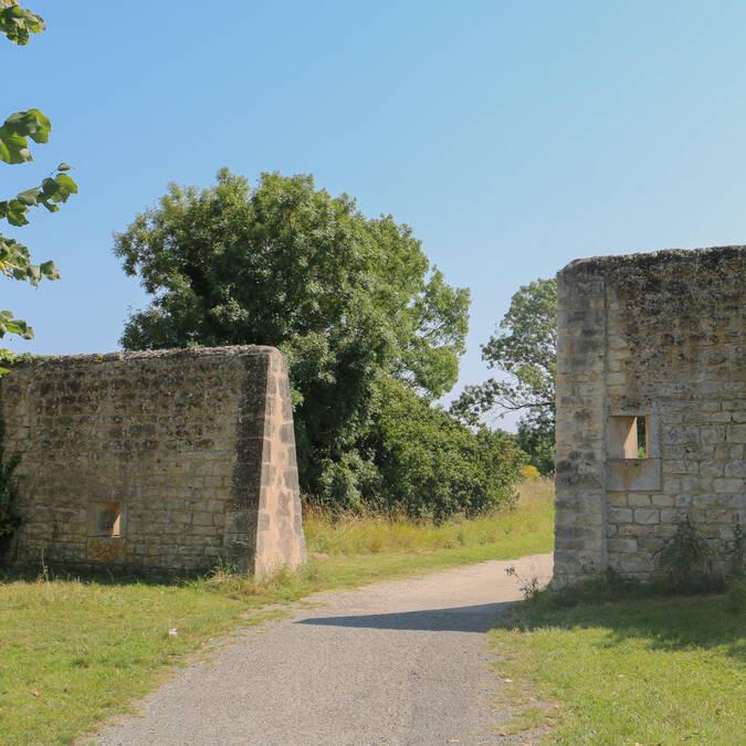 Vue sur les anciens remparts - passage des fourniers