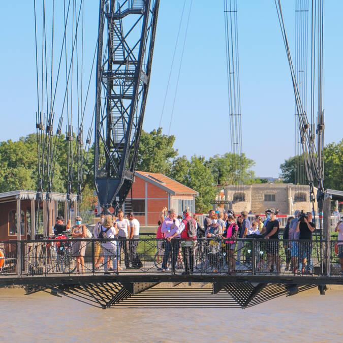 Vue sur la nacelle du Pont Transbordeur en mouvement