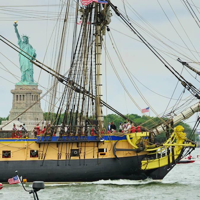 A symbol : the Hermione saluting the Statue of Liberty - © Office de tourisme Rochefort Océan