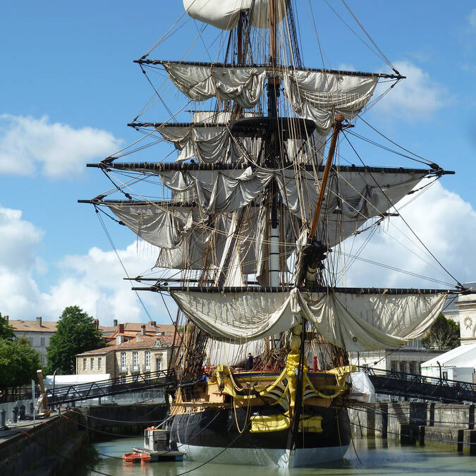 The frigate Hermione docked at the Naval Dockyard in Rochefort, its home port - © Office de tourisme Rochefort Océan