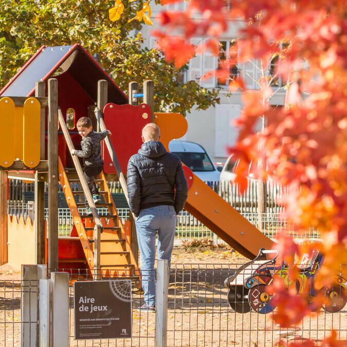 Aire de jeux située aux jardins de la Marine à Rochefort - © Laurent Pétillon