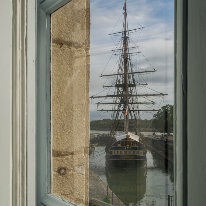 Vous apercevrez l'Hermione depuis la fenêtre du Musée de la Marine à Rochefort - © Marie Tchin