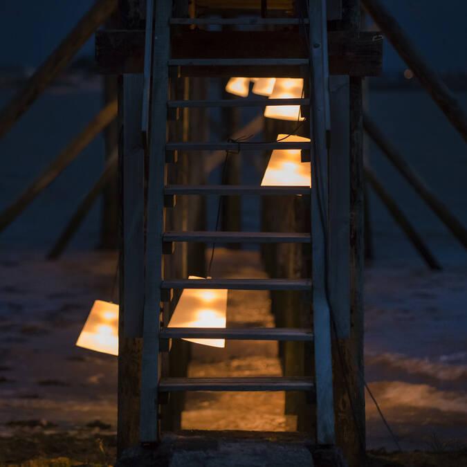 Jeux de lumière sur les carrelets de la plage sud de Fouras-les-Bains - © Marie-Françoise Boufflet