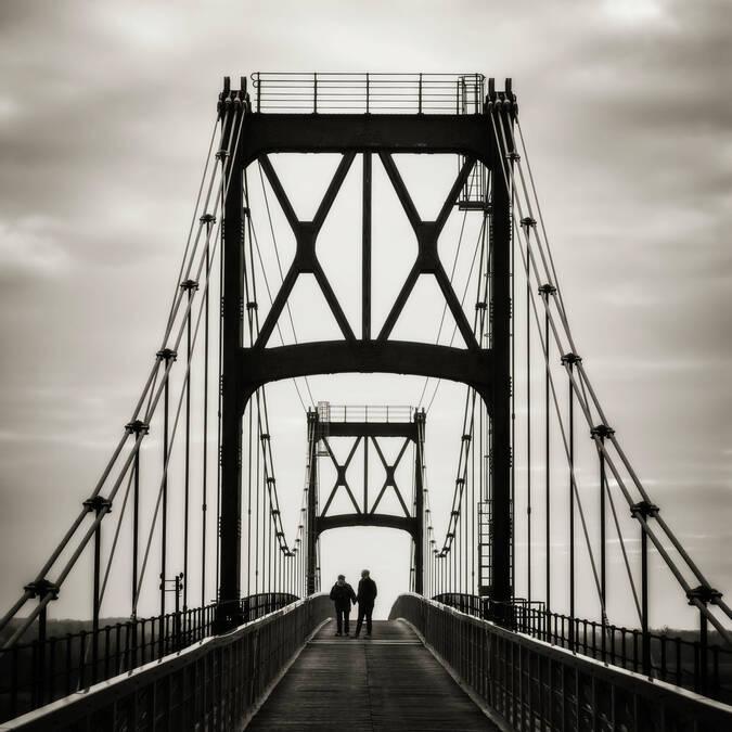 Invitation à la promenade sur le Pont Suspendu de Tonnay-Charente - © Laurent Pétillon