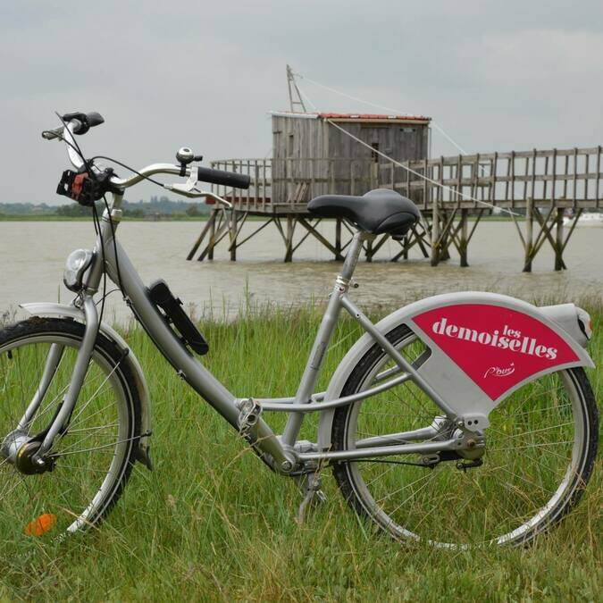 Rent a bike in the Tourist Office of Port-des-Barques  © A.L Momcilovic