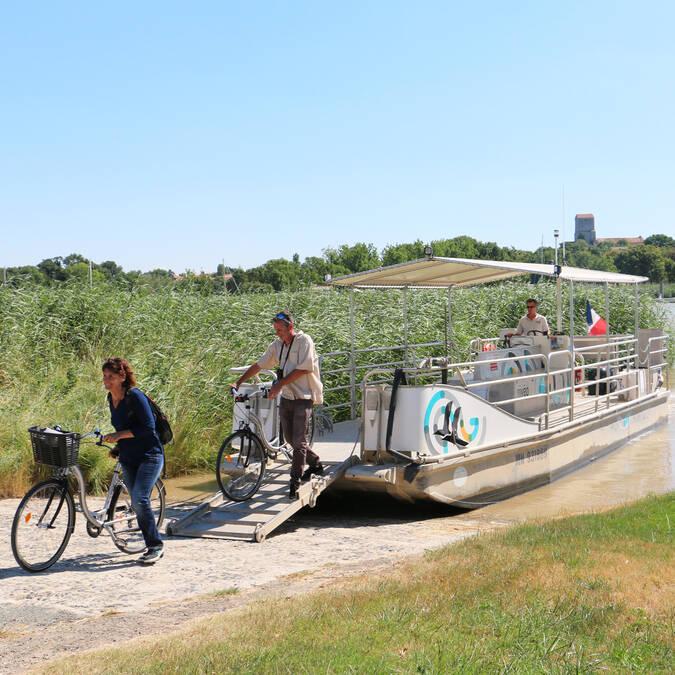 Prenez vos vélos pour traverser la Charente ©S.Boutin
