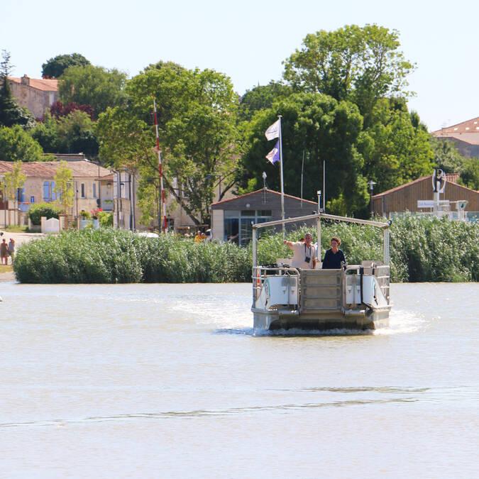Traversée courte par bateau-passeur Rochefort-Soubise ©S.Boutin
