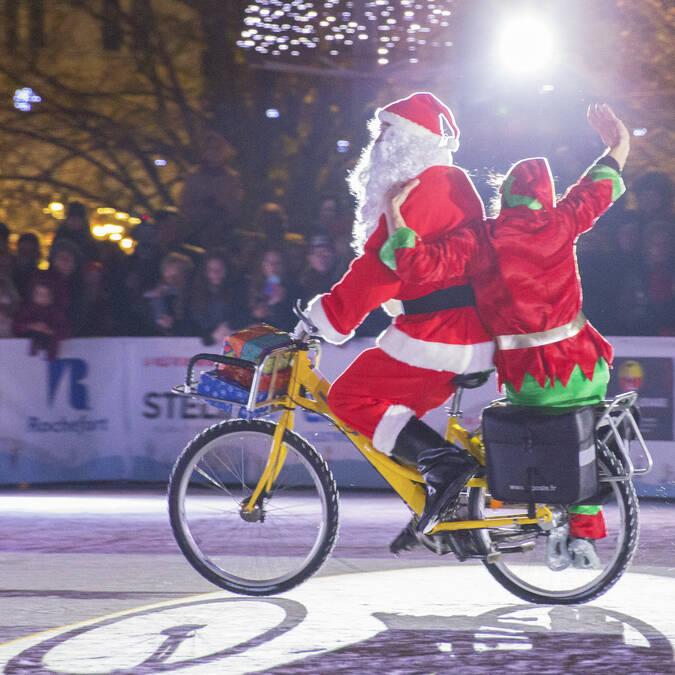 L'Arrivée du Père Noël sur la patinoire de Rochefort ©S.David