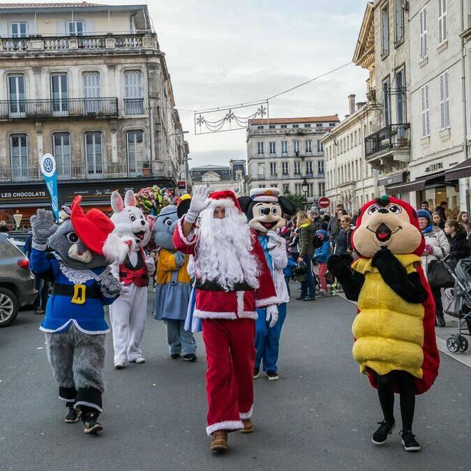 Les peluches géantes et l'arrivée du Père Noël  ©E.Delaine
