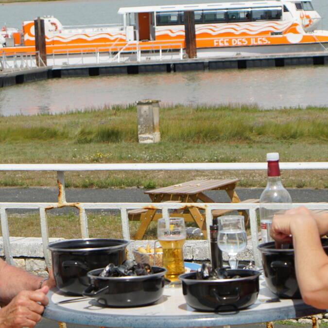 Moules frites terrasse restaurant L'Escale de Lupin, St Nazaire sur Charente, Rochefort Océan ©Chrystelle ECALE